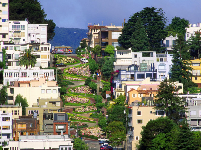 San Francisco, California, USA --- Lombard Street --- Image by © Ron Watts/CORBIS